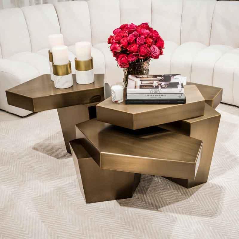 extraordinary gold finish coffee table, extreme style coffee table , monterno kentriko trapezaki,
