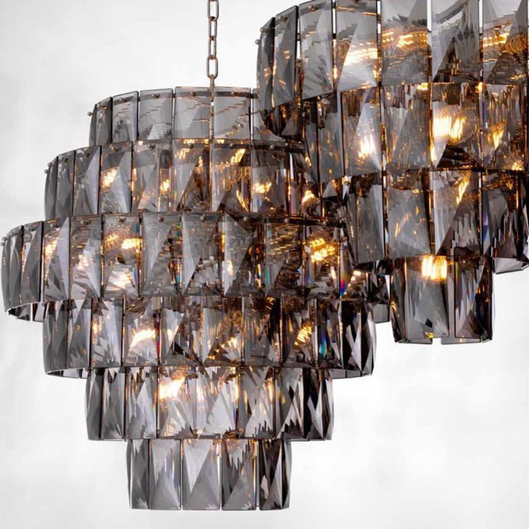 close up crystal ceiling light chandelier, kontino se kristalino fotistiko,