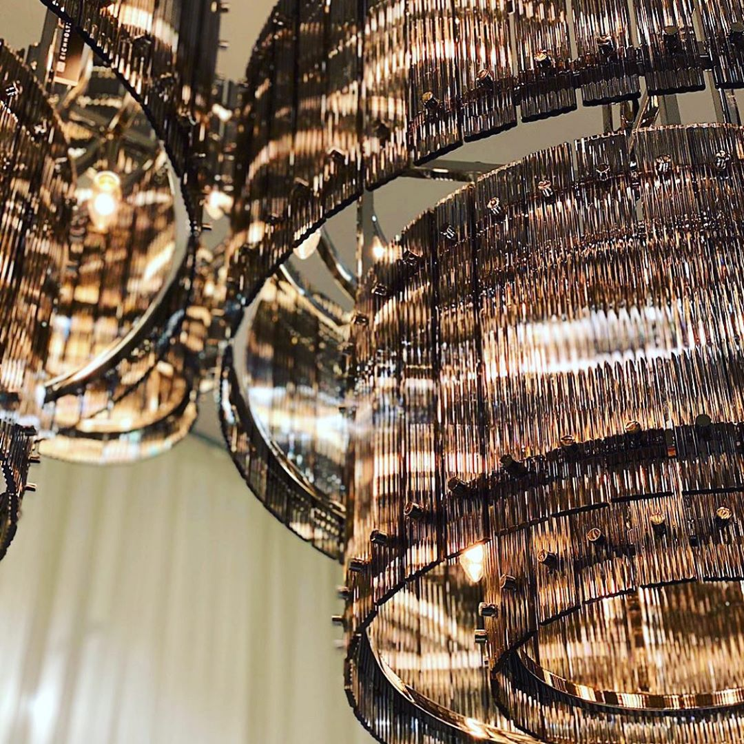 close up chandelier, kontino fotistikou kristallinou,
