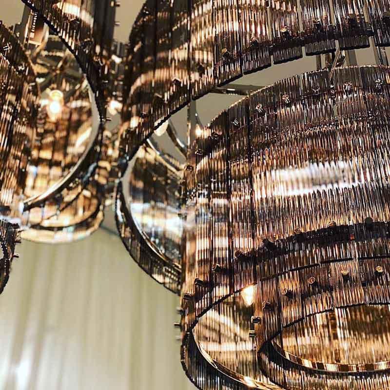 close up chandelier, kontino fotistikou kristallinou,