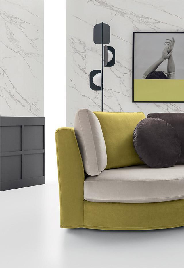 close up velvet sofa, grey yellow and dark grey sofa with no legs, impressive luxury sofa close up view, kanapes xoris podia, xamilos entiposiakos kanapes, polixromos monternos kanapes,
