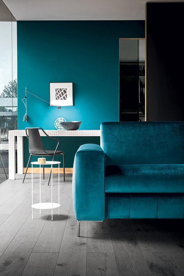 velvet blue sofa with silver legs, veloudo mple kanapes me asimenia podia, comfy blue green sofa wide low 3-seater, 2-seater , ditheseos tritheseos veloudos kanapes,