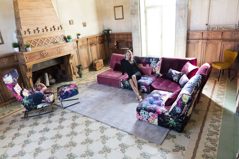 pink colorful corner sofa with flower pattern armchair with footstool, goniakos kanapes me louloudia motivo kai roz xroma monternos,