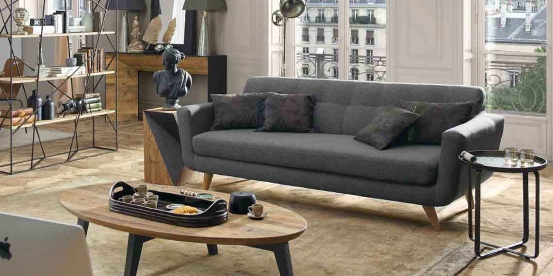 grey fabric close up vintage sofa with wooden legs, side table black, centre wooden coffee table with black legs, palios kanapes me xilina podia,