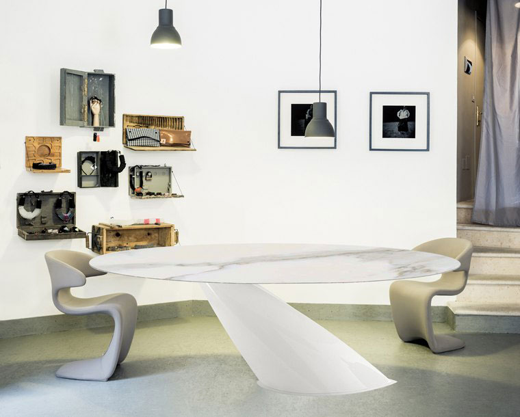 table, modern table, white table, round table, trapezi, chairs, karekles, dining table, kitchen table, andreotti, andreotti furniture, epipla, furniture, limassol, cyprus