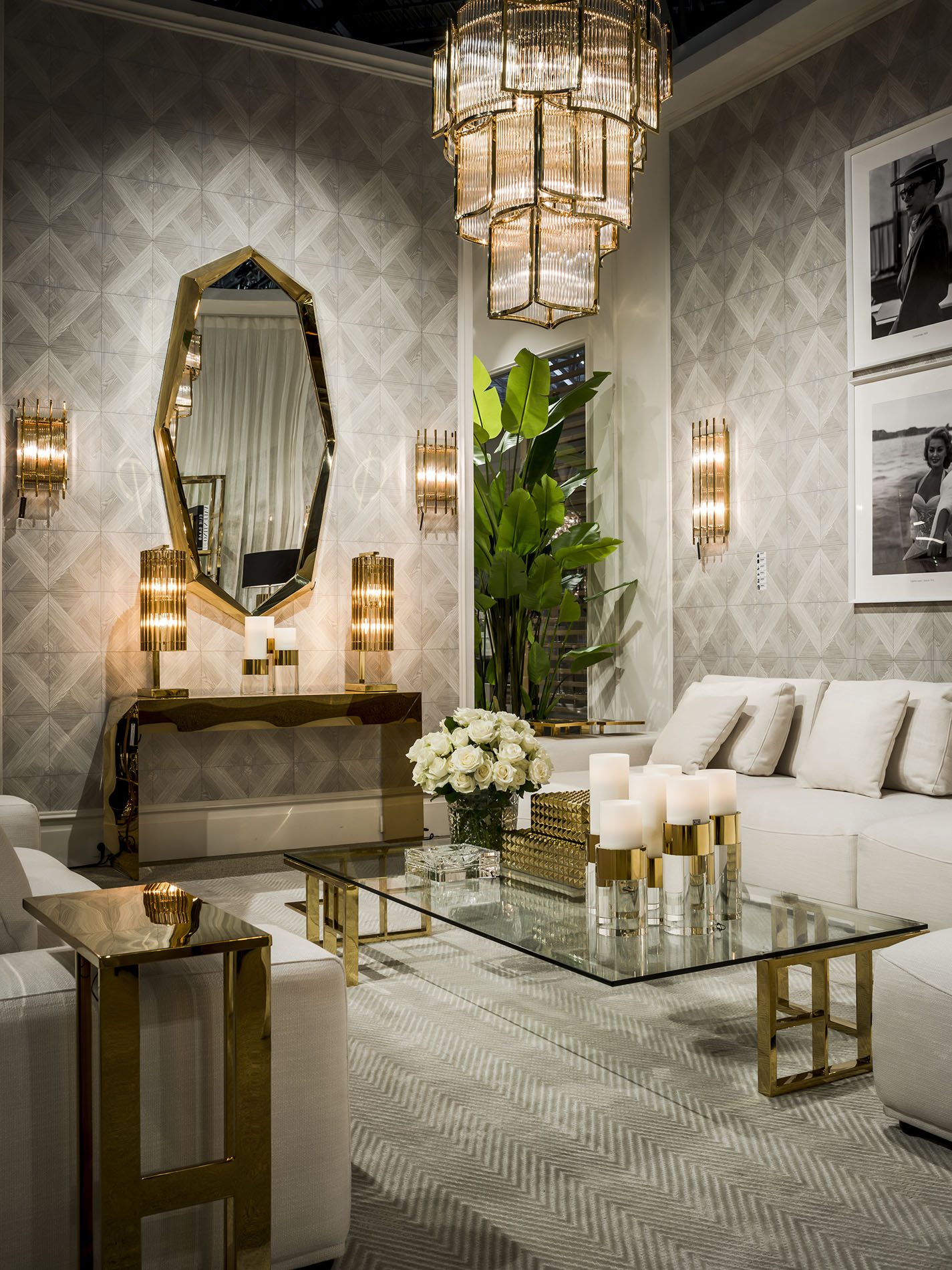 mirror luxury gold with modern extreme gold coffee table in the middle and white comfy sofa with cushions, aspros kanapes xamilos xekourastos, elegant xriso monterno trapezaki me konsola,