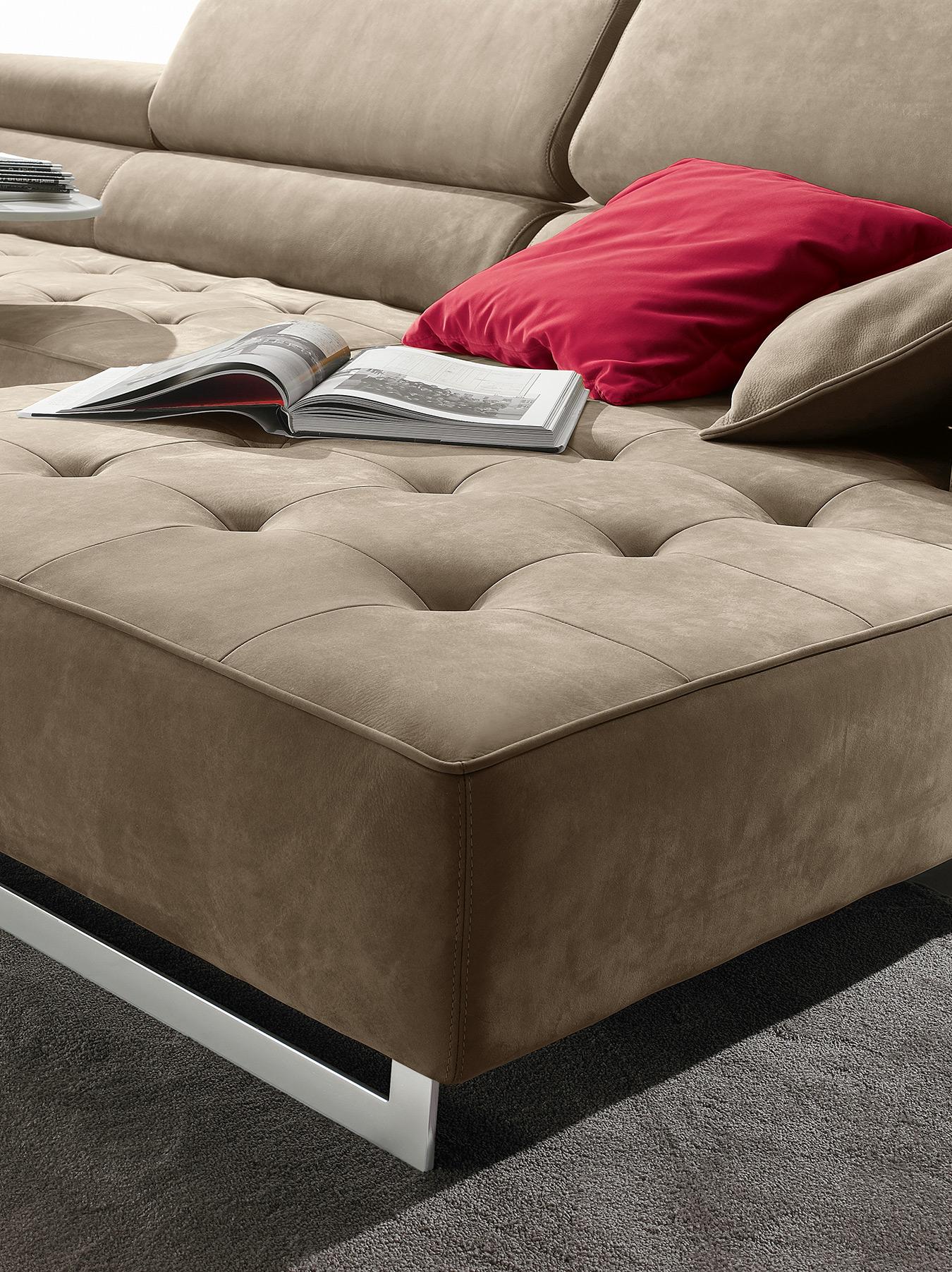 capitone leather beige sofa with silver legs, asimenia podia kapitone kanapes, kafe kanapes me asimenia podia,