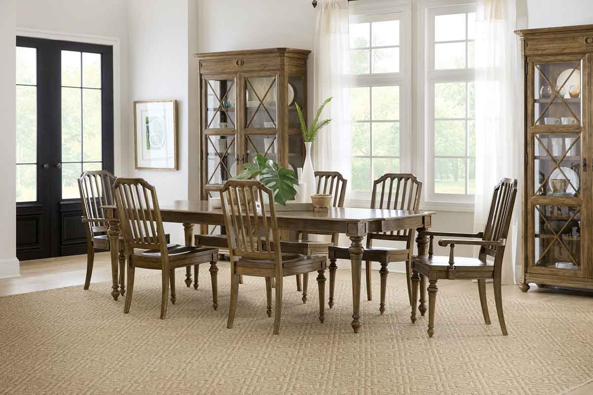 classic brown rectangular dinning table with classic design chairs, xilino trapezi klassiko me minimal design karekles xilines,