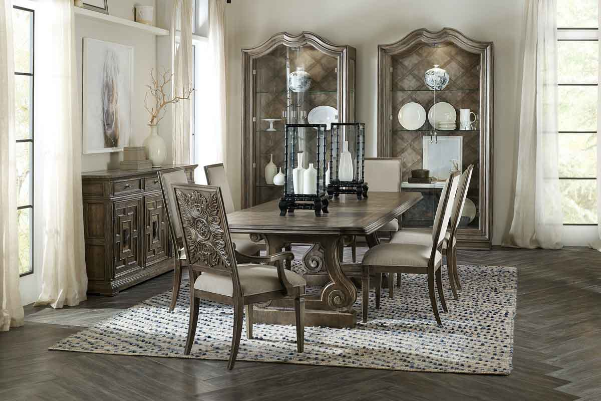 classic style chair with engraved details on its back, vintage style living and dinning sets, xaragmenes leptomeries sto piso meros tis xilinis kareklas,