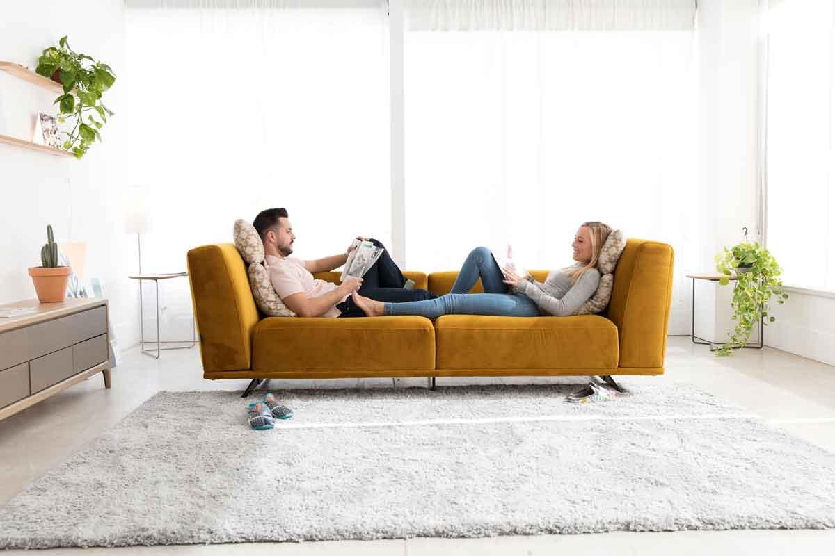 mustard sofa 2 seater with silver legs, moustardis kanapes me asimenia podia