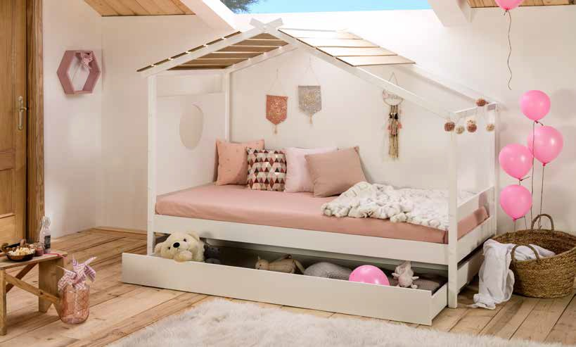 white wooden kids bed with extendable mattress on the bottom, aspro xilino paidiko krevati gia koritsaki, kouklospito spitaki gia koritsi,
