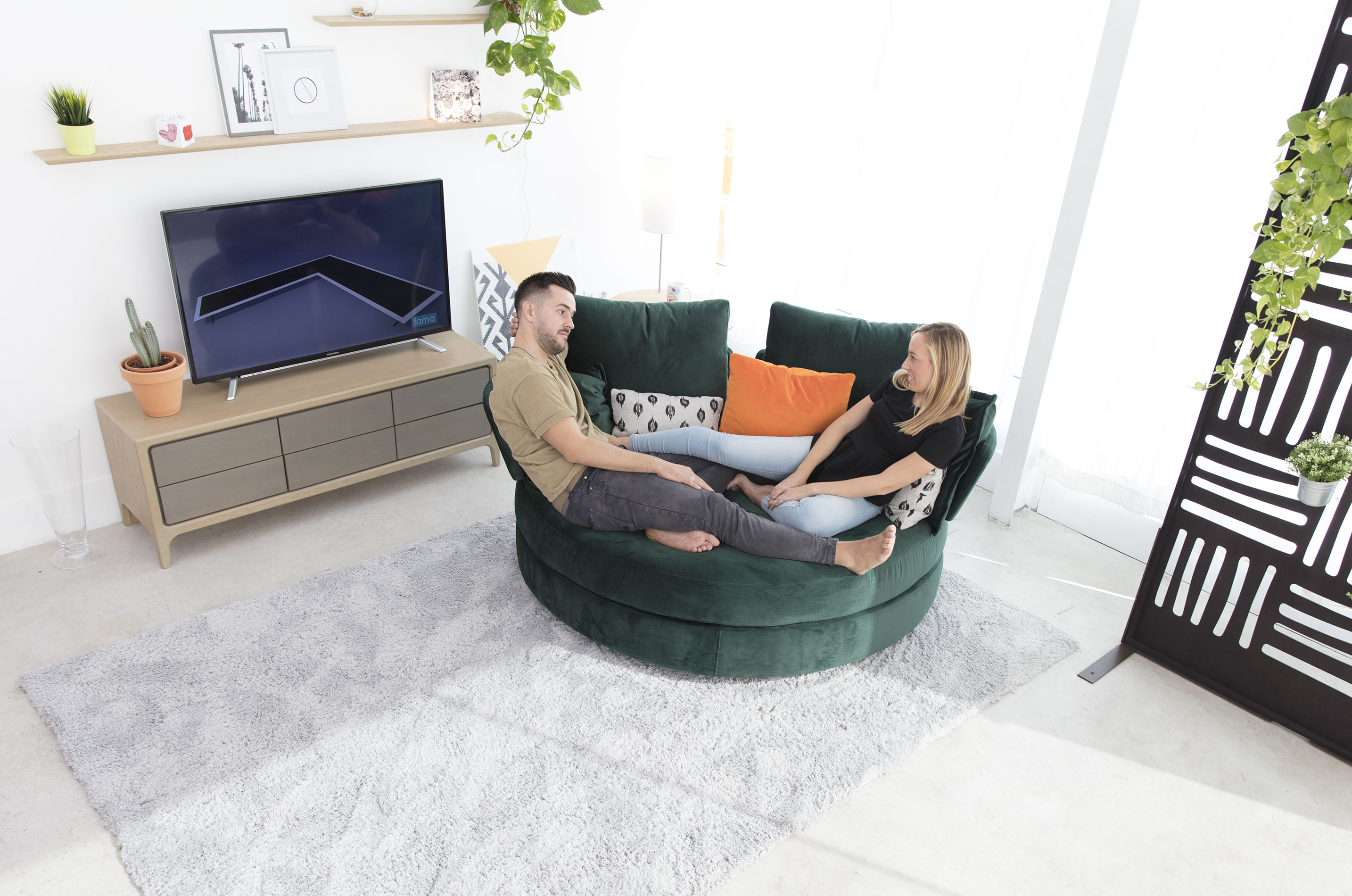 green velvet chair for 2 people that turns around with no legs, chair that can adjust the fabrics to your style,