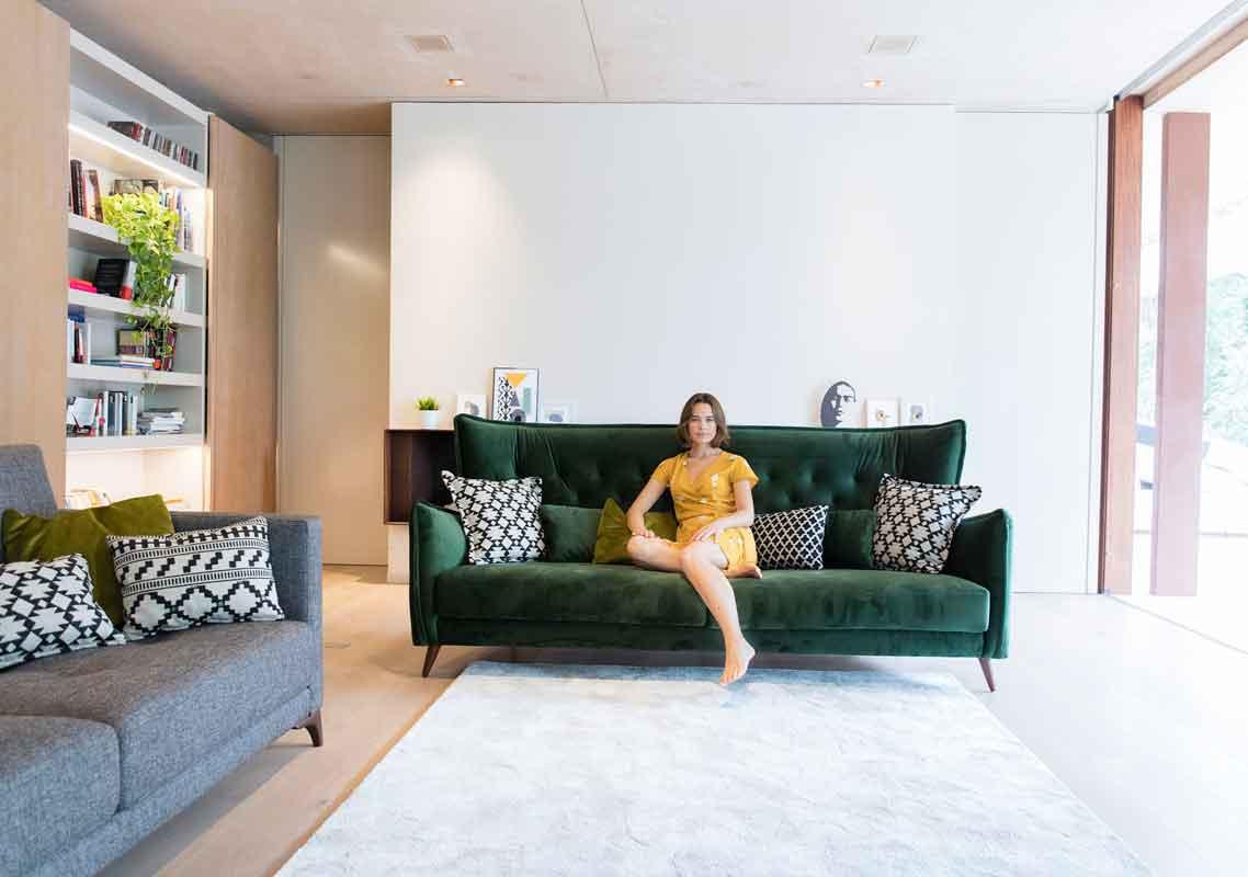 green velvet sofa with wooden legs, 4 seater sofa 3 seater sofa with cushions, prasinos kanapes me xilina podia,