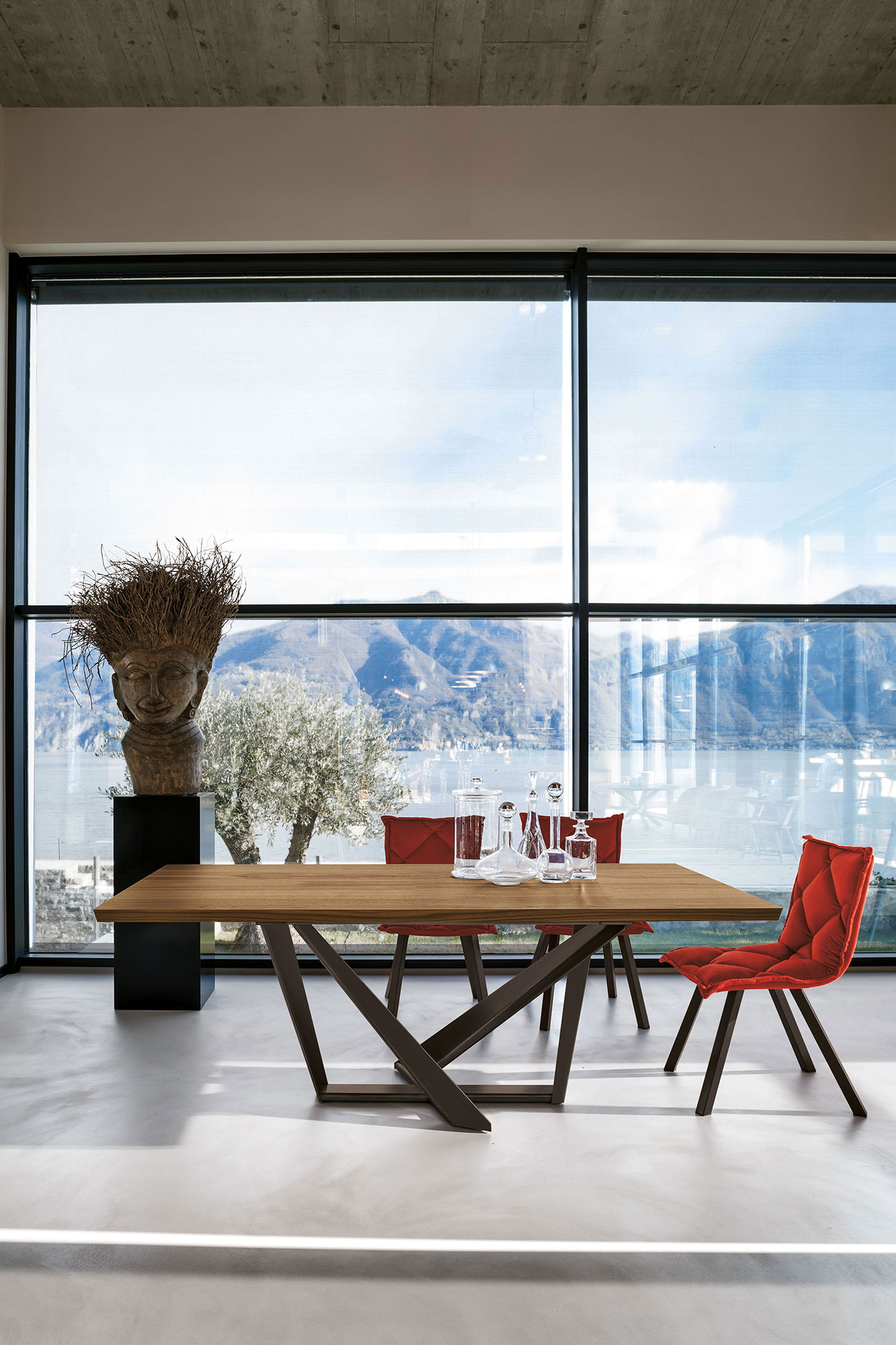 table, modern table, wooden table, trapezi, chairs, red chairs, karekles, accessories, dining table, kitchen table, andreotti, andreotti furniture, epipla, furniture, limassol, cyprus