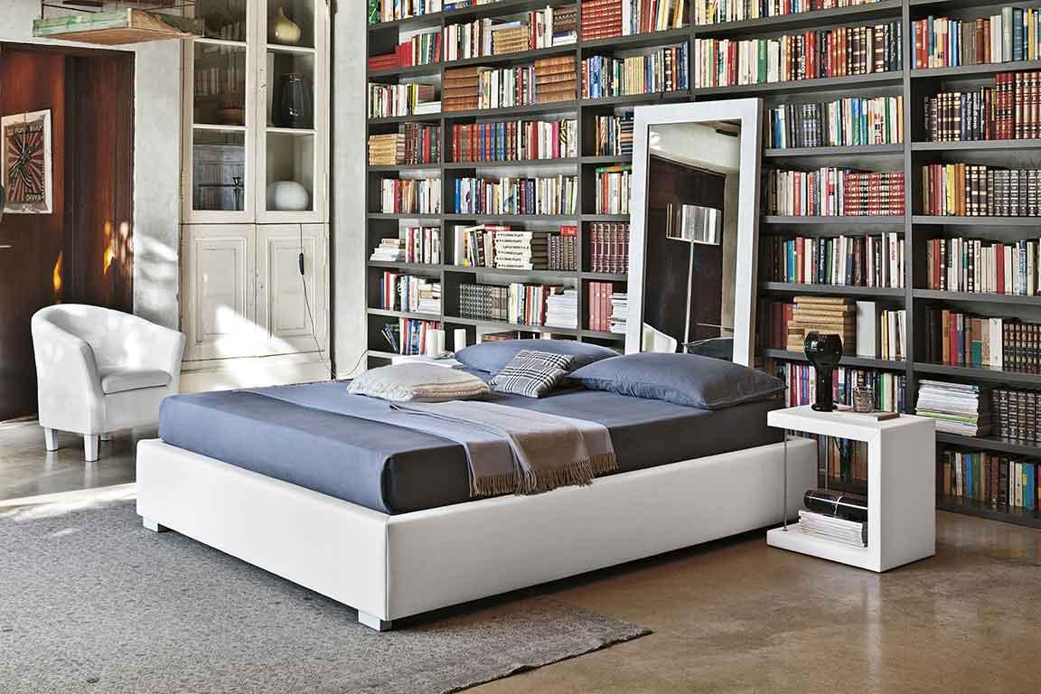 beige leather bed me psili kefalaria, dermatino krevati xoris podia, leather bed with no legs,