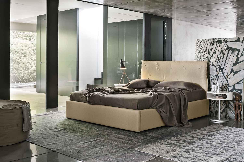 beige leather bed, kingsize bed, dermatino mpez krevati, monterno krevati dermatino xoris podia, leather beige bed with no legs, high beige leather headboard,
